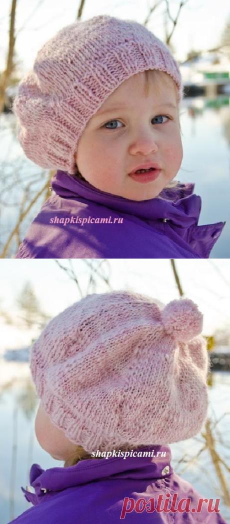 Однотонный вязаный берет для девочки спицами от Дропс. С описанием вязания. Можно связать и с помпончиком, и без :)