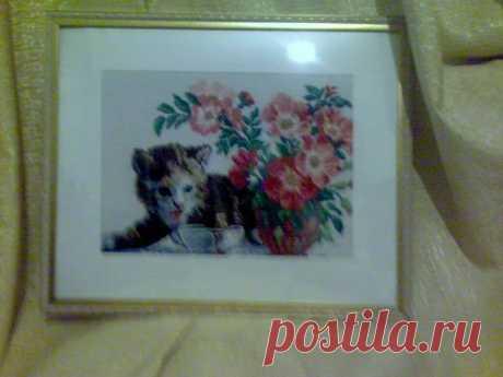 Котик. Картина вышитая крестиком .Размер по рамке 40*50 см.