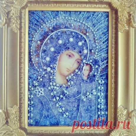MADONA  Imagen decorada completamente con cristales y variados elementos
