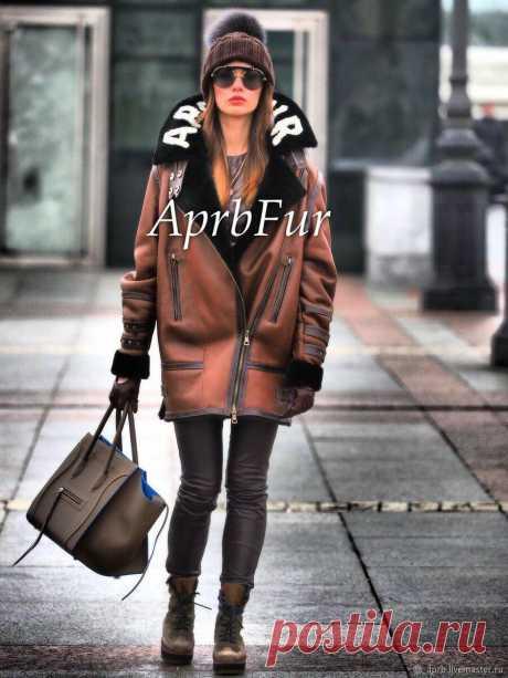 Вместо пальто: 3 идеи модной верхней одежд для женщин Пальто — универсальный вид осенней верхней одежды, который можно подобрать под любой тип фигуры, возраст и стиль. Но пальто далеко не единственный вариант для создания стильного образа, есть и менее распространенные варианты верхней одежды. Сегодня поговорим о том, чем заменить пальто так, чтобы это смотрелось красиво. стильно и соответствовало трендам 2021 года. Дубленка Есть как […] Читай дальше на сайте. Жми подробнее ➡