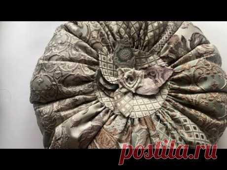 Царская круглая подушка из декоративных тканей