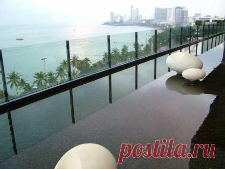 Вид из зоны отдыха отеля Хилтон на север Паттаи. Фото Татьяны Барковой