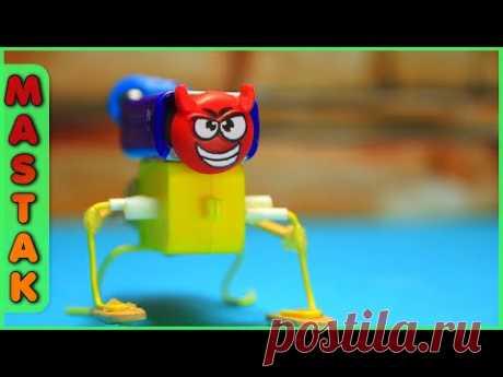 КАК СДЕЛАТЬ ЗАБАВНОГО РОБОТА. HOW TO MAKE A FUNNY ROBOT. DIY walking robot. Шагающий робот своими руками в домашних условиях за несколько минут.  MastakShow - LifeHacks - это лучшие лайфхаки, самоделки, советы и другие интересные и познавательные видео каждую неделю! Подпишись, чтобы не пропустить новые видео :)  Не забывайте поставить ЛАЙК и ПОДПИСАТЬСЯ на наш канал, чтобы всегда первыми смотреть самые лучшие новые видео