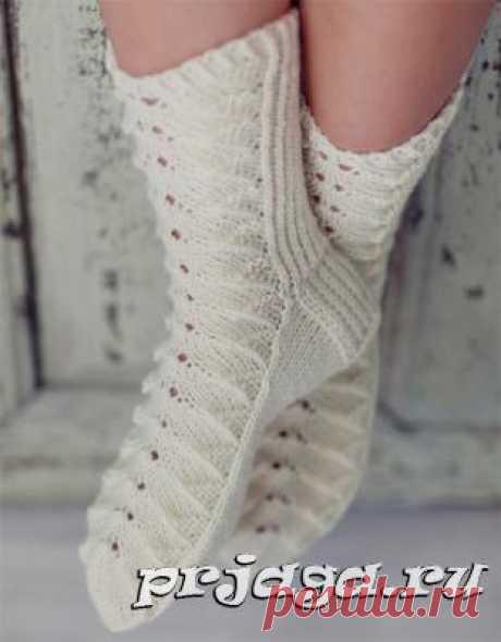 Женские ажурные носочки спицами