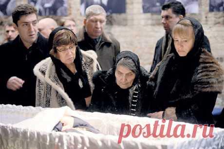Мама  Бориса Немцова на его похоронах