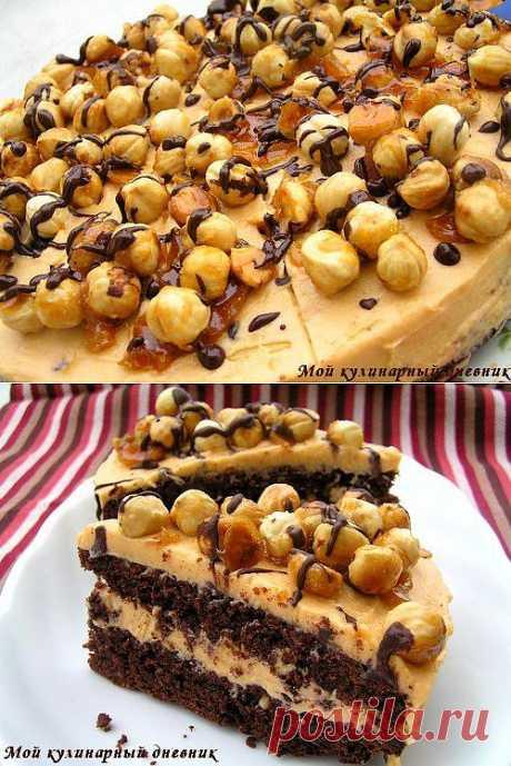Шоколадно-ореховый торт с карамельным кремом.