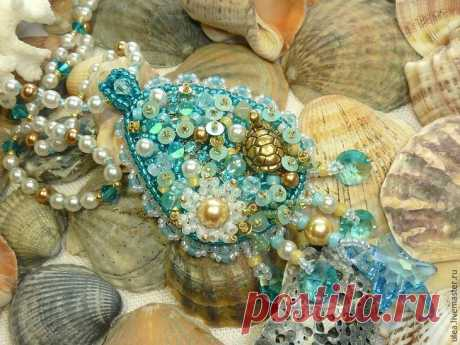 Кулон из бисера и кристаллов Сваровски «Морская стихия»