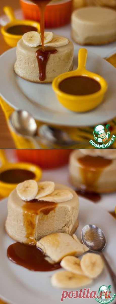 El pudín de plátano con la salsa karamelno-de crema - la receta de cocina
