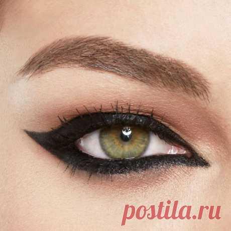 Макияж со стрелками — всегда актуальное украшение женских глаз