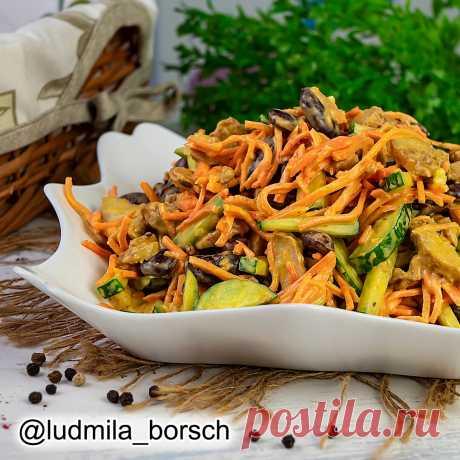 Новый салат из четырёх ингредиентов, который ешь и не можешь остановиться. Настоящее объедение.   Вкусный рецепт от Людмилы Борщ   Яндекс Дзен