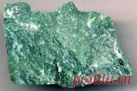 Камень фуксит: свойства, магия и значение, кому подходит по знаку зодиака, описание, применение, стоимость и уход
