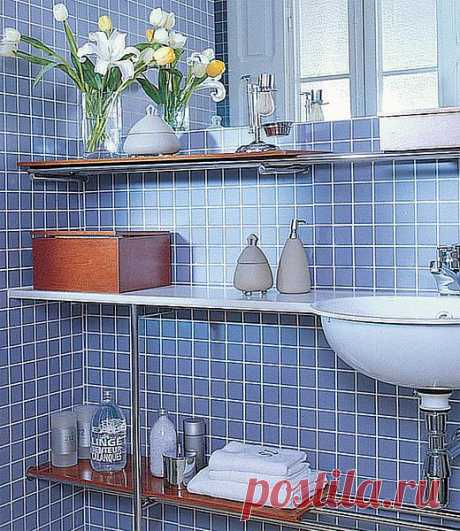 Азбука порядка в маленькой ванной: 35 рациональных идей, не занимающих лишнего места - №1 узкие полки и ящики.