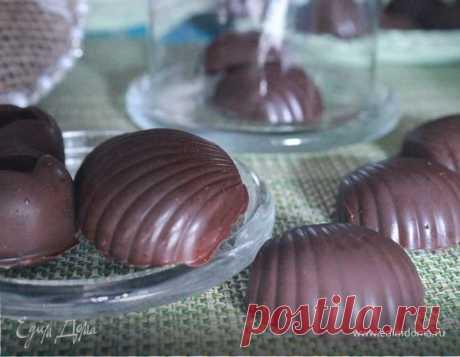 Шоколадные конфеты с нутом и цукатами. Ингредиенты: арахисовая паста, кэроб, апельсиновые цукаты