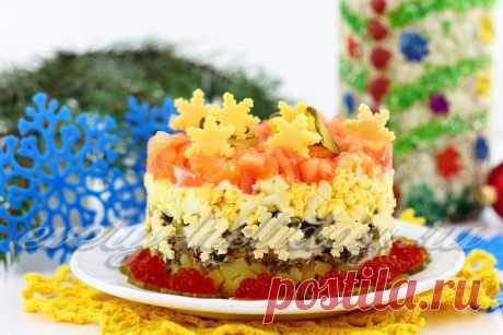 Новогодний салат со шпротами, картофелем и яйцами.