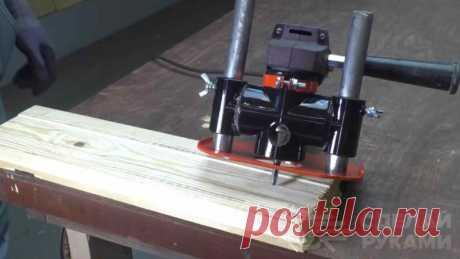 Компактный ручной фрезер из болгарки и полипропилена Многие полезные приспособления для домашней мастерской, если нет возможности купить заводские модели, вполне можно изготовить из подручных средств и