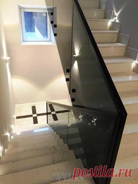 Лестницы, ограждения, перила из стекла, дерева, металла Маршаг – Стеклянные ограждения черным стеклом