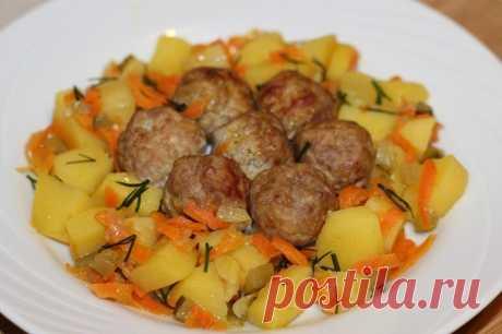 Интересные новости     Фрикадельки с картофелем в горшочках