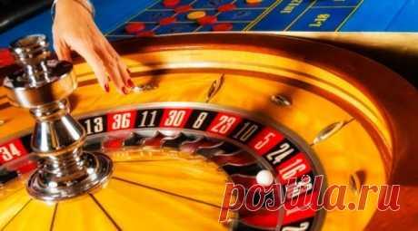 К азартным относятся нацеленные на выигрыш материальных ценностей (чаще всего – денег) игры, исход в которых зависит от случайных событий. Мастерство игроков в них отходит на второй план либо вообще никак не влияет на результаты.