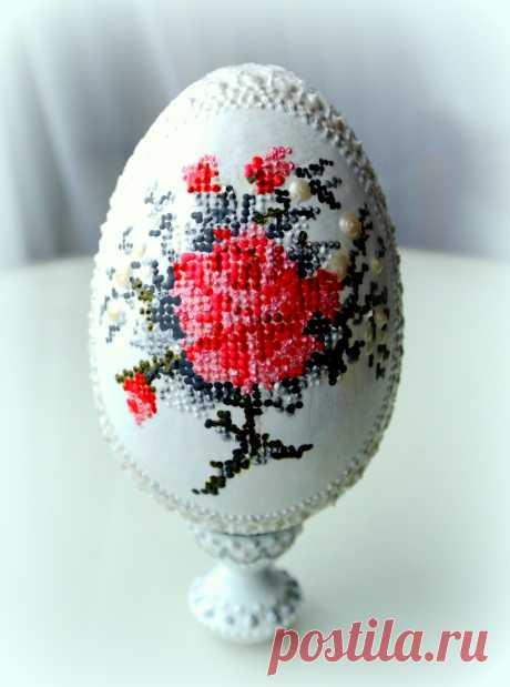 Пасхальное яйцо. Имитация вышивки (в частной коллекции)