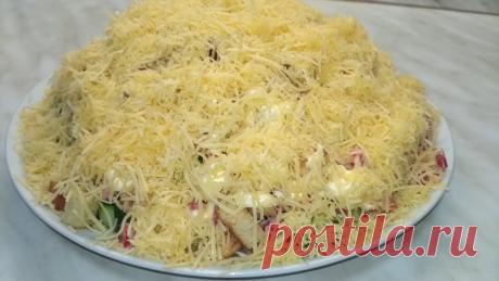 Салат с курицей,сухариками и сыром