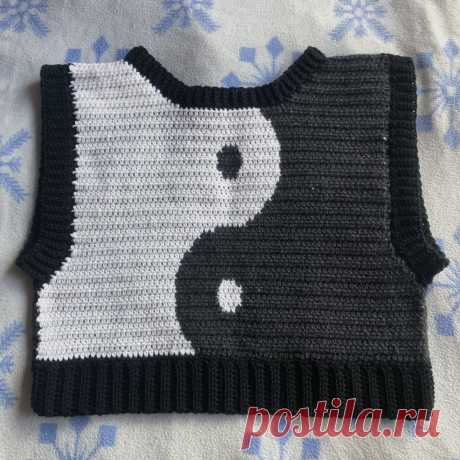 custom crochet yin yang sweater vest for @sunny_reys... - $87 - Sold by @spoolsonparade ☯️☀️