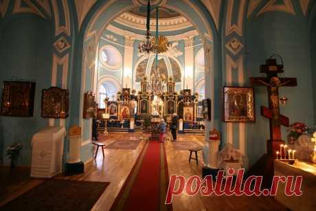 Что нужно делать в первую очередь, после того, как зашёл в храм? А что лучше сделать после службы | Православная Жизнь | Яндекс Дзен