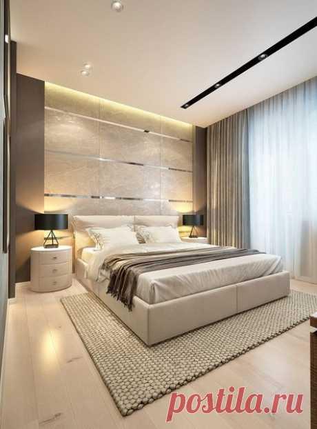 Большая высокая кровать в спальне