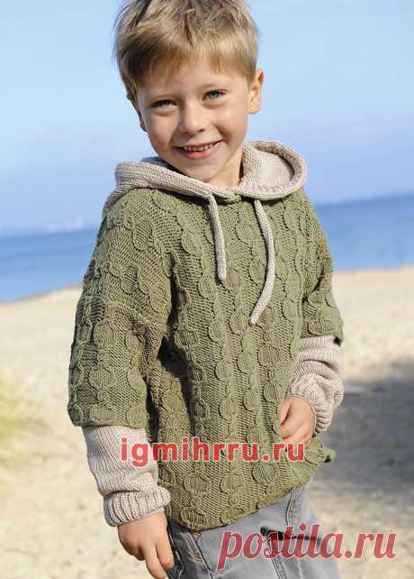 Для мальчика 3-9 лет. Двухцветный пуловер с капюшоном и «косами». Вязание спицами для детей