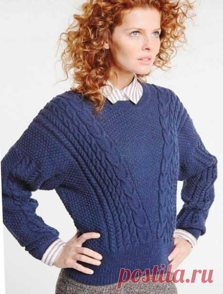 Пуловер спицами с треугольным силуэтом