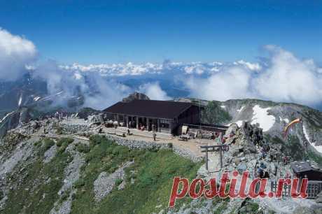 Гора Татеяма: священная вершина, где лежат самые высокие сугробы в мире