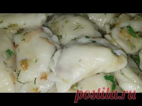 Vareniki en el puesto Navideño por - tsyganski. Vareniki con las patatas. Gipsy kitchen.
