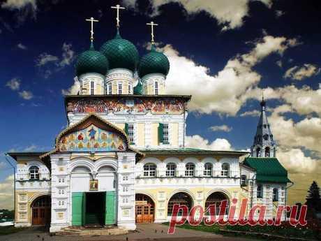 Воскресенский собор — памятник церковной архитектуры второй половины XVII века. Тутаев, Ярославская область.