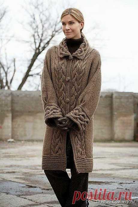 Красивое пальто с аранами.