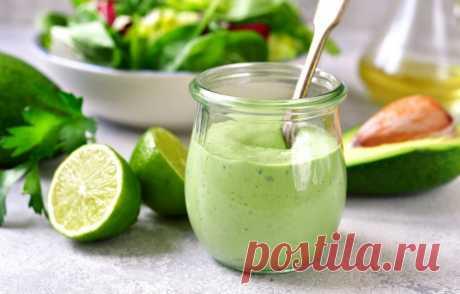 Легкость бытия: 8 вкусных фитнес-заправок для традиционных салатов