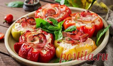 Перцы, фаршированные сыром, творогом и беконом