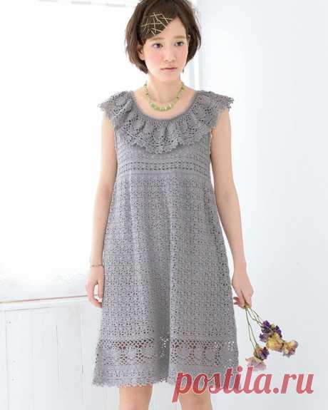 Серое кружевное платье