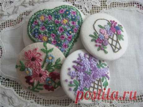 броши или маленькие вышивки -техника узелки и гладь
