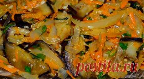 Баклажаны по-домашнему: пальчики оближешь - Эфария Не знаю, как эта закуска называется правильно, поэтому говорю просто: баклажаны по-домашнему. Невероятно вкусное, ароматное и очень аппетитное блюдо Состав продуктов два баклажана; одна луковица; одна морковка; один болгарский перец; два зубчика чеснока; зелень – по вкусу; сушеный кориандр; ½ чайной ложки соли; одна чайная ложка сахара; одна столовая ложка 6% уксуса; растительное масло без