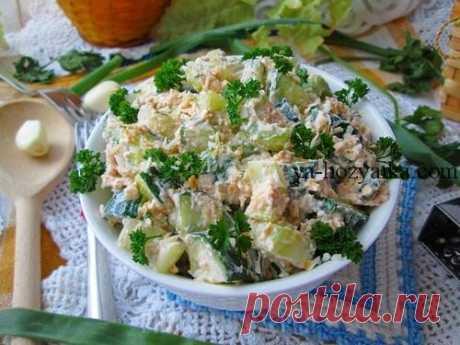 Салат из творога с огурцом и зеленью. Салат с творогом пп Необычная вариация огуречного салата с ноткой экзотики. Пряный, слегка освежающий, с нежным, сладким послевкусием жареного кокоса. Салат отлично подойдет как дополнение к обеду, а также использовать и как начинку к блинам.