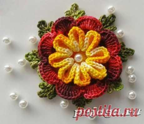 Декоративные цветы крючком или спицами – большой выбор!