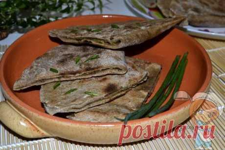 Ржаные лепешки на сковороде. Рецепт простых лепешек на кефире! Ржаные лепешки - это отличная замена пшеничному хлебу. Они ароматные, вкусные, сытные. Для приготовления лепешек без дрожжей лучше использовать ржаную обдирную муку.