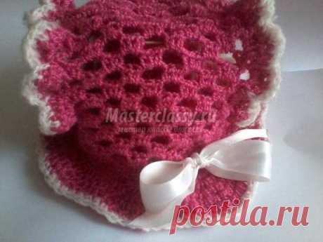 La panameña tejida para la muchacha con las aberturas para los rabillos. La Clase maestra con poshagovymi la foto