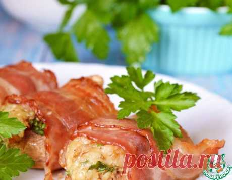 Шампиньоны с орехово-сырной начинкой в беконе – кулинарный рецепт