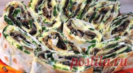 Рулет из лаваша с идеальной начинкой    Еще один замечательный рецепт быстрой закуски: рулет из лаваша с идеальной начинкой. Очень сочное и сытное блюдо обязательно придется по вкусу даже тем, кто обожает мясные блюда.  Начинка из творог…