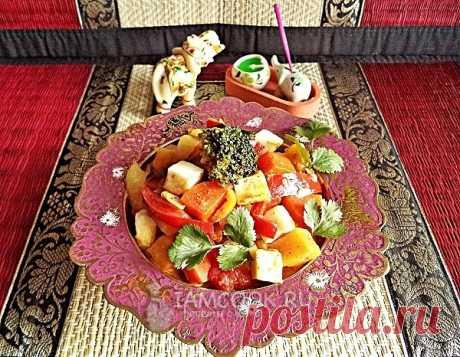 Сабджи. Сабджи - овощное рагу со сметаной и паниром, в нашем случае - с адыгейским сыром. Состав блюда довольно прост, кроме того, вы можете использовать и другие овощи - цветную капусту, стручковую фасоль, зелёный горошек. В любом случае, сабджи получится очень вкусным и ароматным.