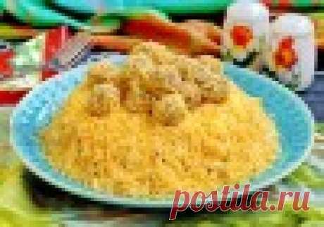 """Салат """"Рафаэлло"""" Сырный салат Рафаэлло с курицей и грибами достаточно сытный и питательный, но при этом очень вкусный. Кроме того, он хорошо смотрится на праздничном столе."""