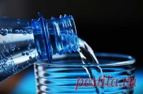 Медики рассказали, сколько воды нужно пить для профилактики деменции Чтобы минимизировать риски развития деменции (приобретённое слабоумие), необходимо ежедневно выпивать не менее шести-восьми стаканов жидкости — воды, несладких напитков или обезжиренного молока. К такому выводу пришли британские медики, сообщает Inforeactor...