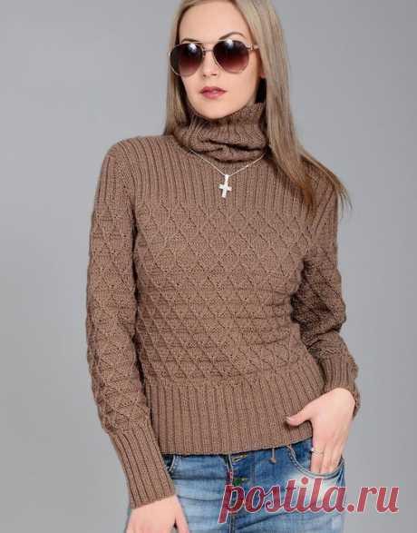 Интересный свитер шоколадного цвета с узором из ромбов спицами