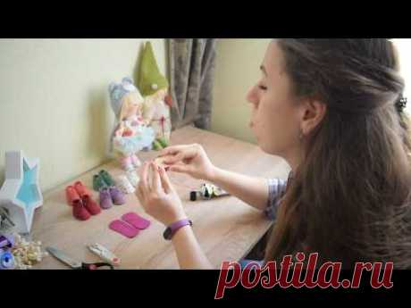 """El maestro la clase """"Ботиночки"""" para interernyh de las muñecas."""