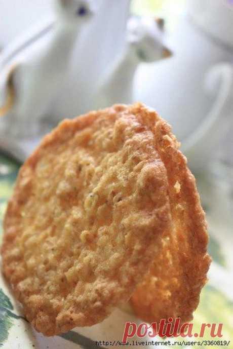 Хрупкое, слегка тягучее печенье, похожее на пахлаву, пробуйте на здоровье!  Ингредиенты:  Овсяные хлопья 1 стакан ( 82 гр )  Показать полностью…